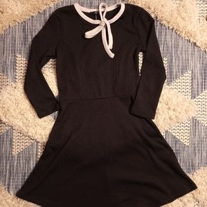 Tie-neck dress size small